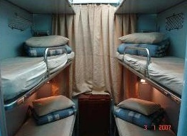 hard-sleeper-6-beds-in-cabin-in-vietnam-train