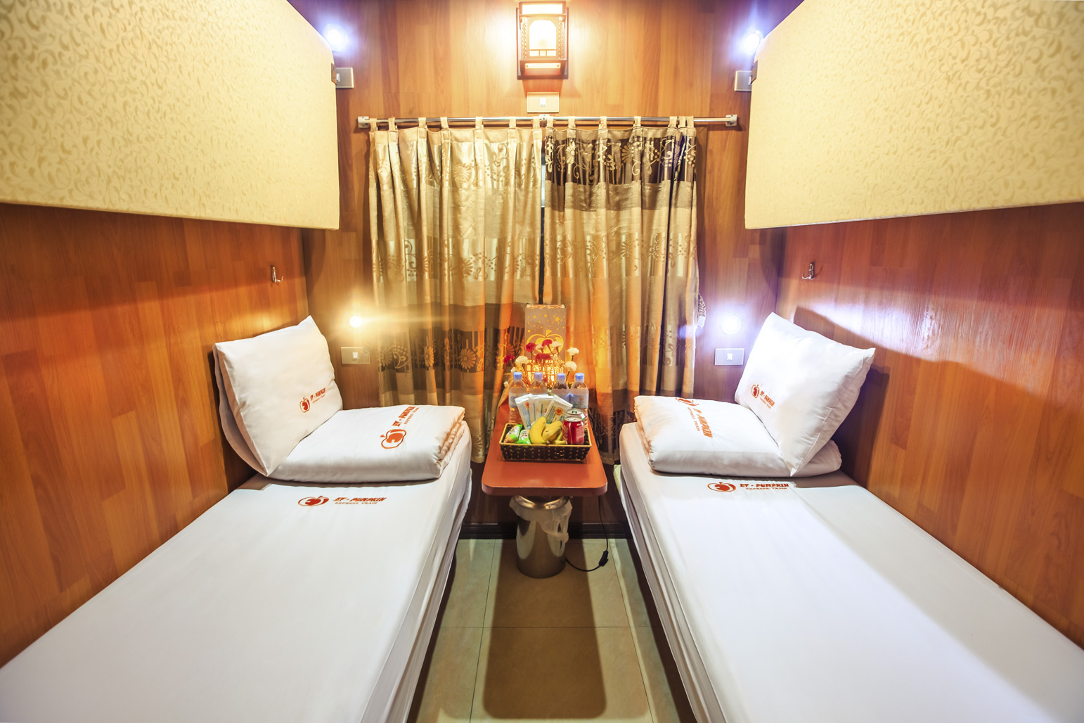 et-pumpkin express train hanoi lao cai